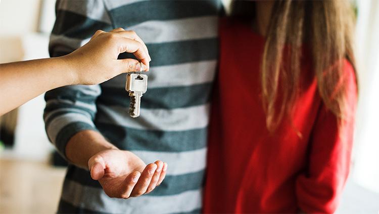 Застройщик передаст ключи после суда по неустойке